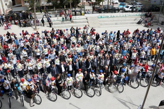 Merkezefendi Belediyesi'nden Öğrencilere Bisiklet
