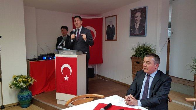 Sinan Oğan, Almanya'da Türklerle bir araya geldi