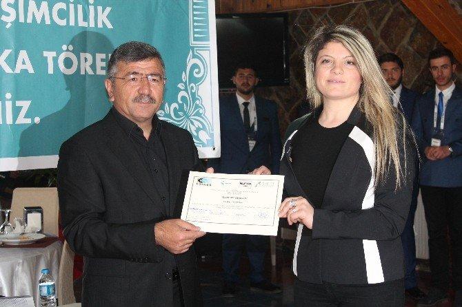 MÜSİAD Kursiyerlerine Sertifika Töreni Düzenledi