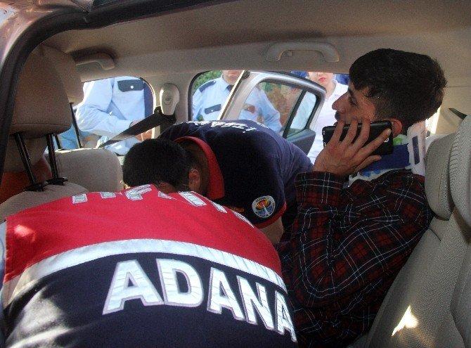 Otomobilde Sıkışan Genç Kurtarıldı