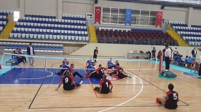 Oturarak Voleybol Ligi Müsabakaları Katıldılar