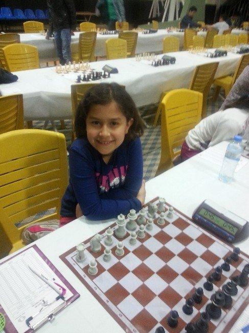 GKV'liler Satranç Turnuvasında Dört Birincilik Kazandı