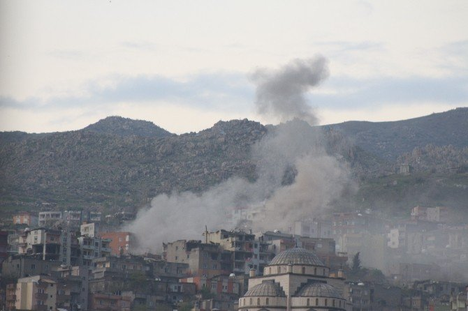 Şırnak'ta, PKK Karargahları Yaylım Ateşine Tutuluyor