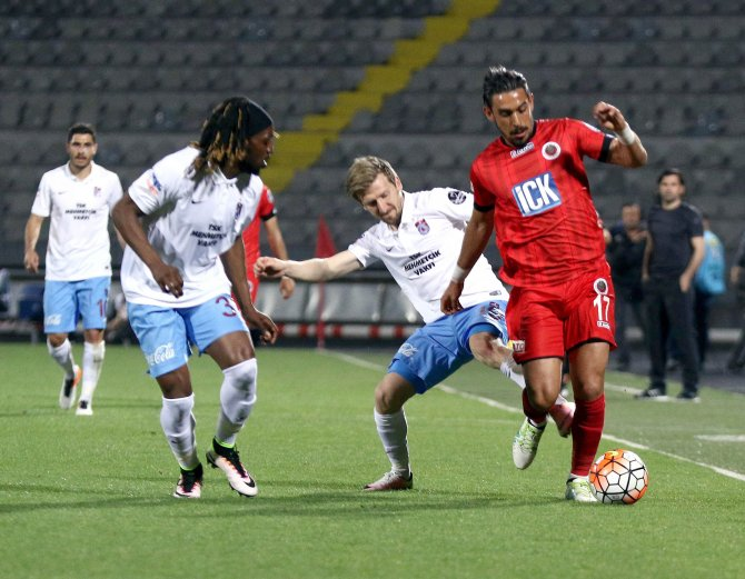 Gençlerbirliği: 2 Trabzonspor: 0 (İlk yarı)