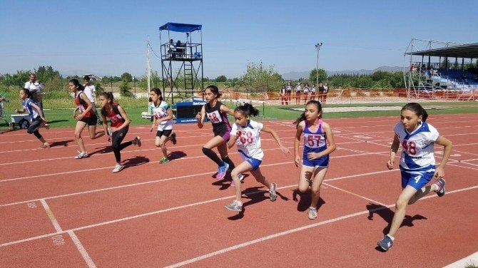 Kardeşköy Pisti Küçük Atletleri Ağırladı