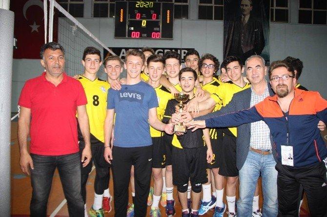 Süleymanpaşa Belediyesi Erkek Voleybol Takımı İl Şampiyonu