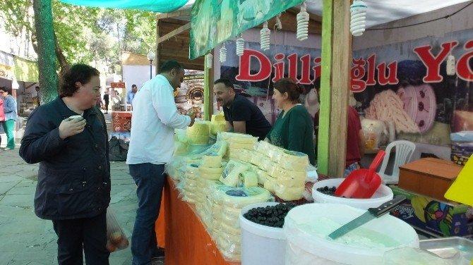 Burhaniye'de Yöresel Ürünler Pazarı Kuruldu
