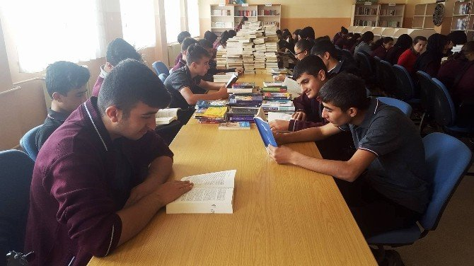 Antalya'dan Dargeçit'e Kitap Yardımı