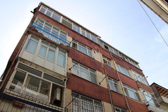 Hırsızlık İçin Girdiği Apartmanda Parmak İzini Değil, Parmağını Bıraktı