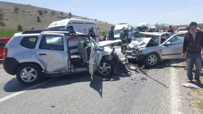 Beyşehir'de Cip İle Otomobil Çarpıştı: 3 Yaralı