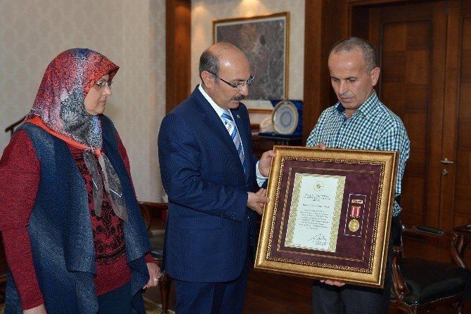 Şehit Ailesine 'Devlet Övünç Madalyası'