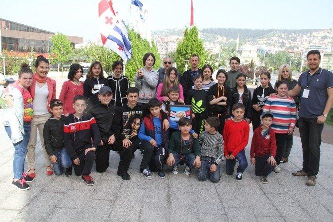 Dünya Çocukları Kocaelili Ailelere Misafir Oluyor