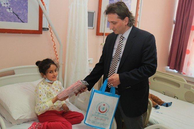Hastanenin Küçük Konuklarına 23 Nisan Hediyesi