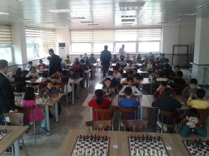 Düziçi'nde 23 Nisan Satranç Turnuvası