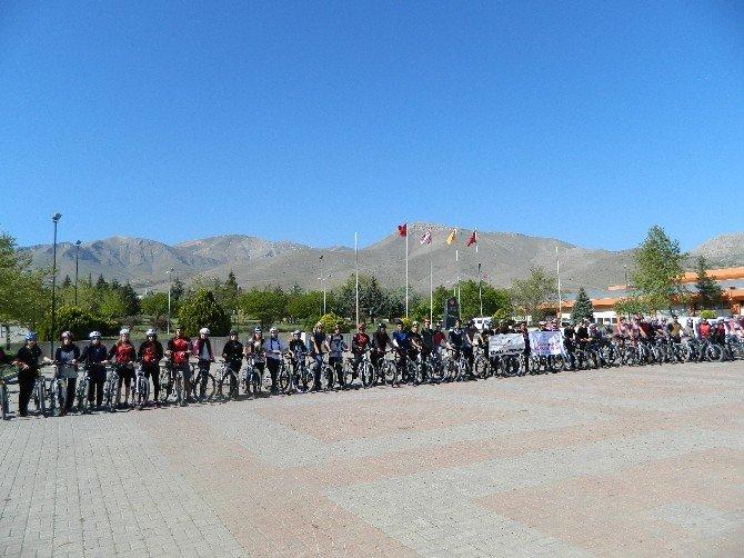 200 Bisikletçi, 180 Km Pedal Çevirdi