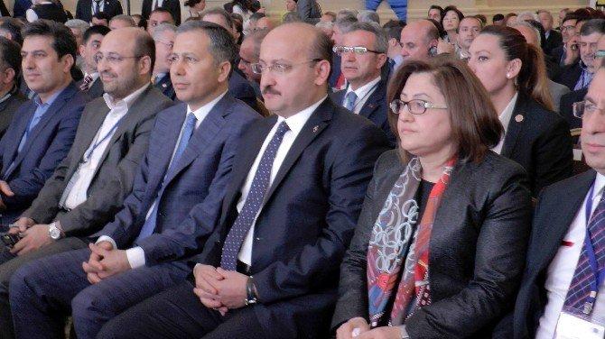 """Yalçın Akdoğan: """"Birçok Meselede Yalnız Bırakıldık"""""""