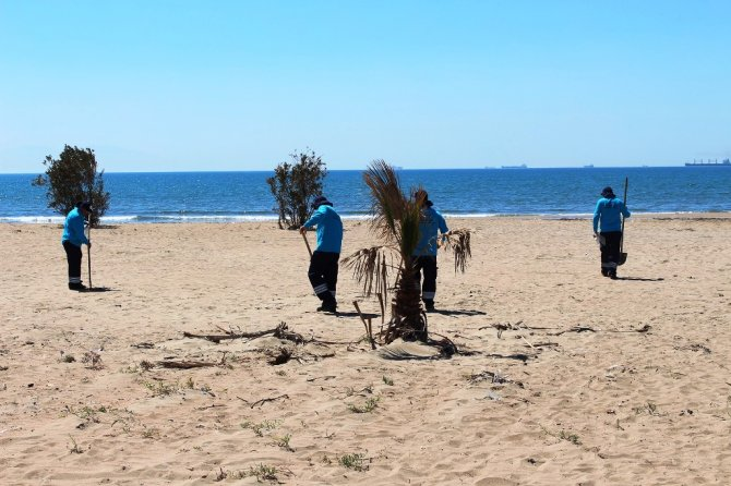 Hatay'da deniz ve sahil temizlik çalışmaları başladı