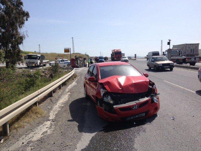 Aliağa'da İki Otomobil Çarpıştı: Üç Yaralı