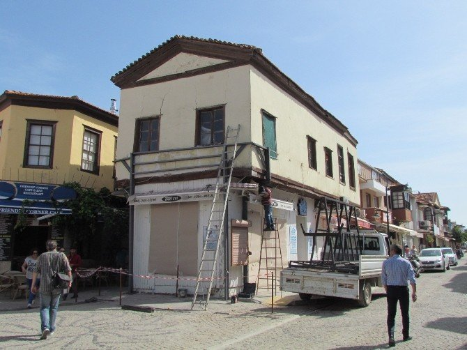 Tarihi Binanın Çökmesi Son Anda Engellendi