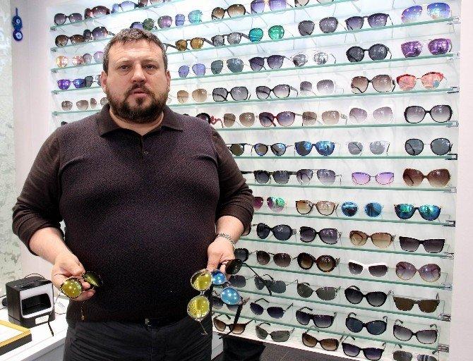 """Bijuterilerde Satılan Güneş Gözlükleri """"Oyuncak"""""""