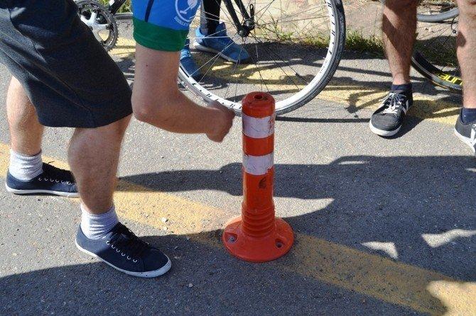 Bisiklet Yolunda Takla Atarak Yaralandı