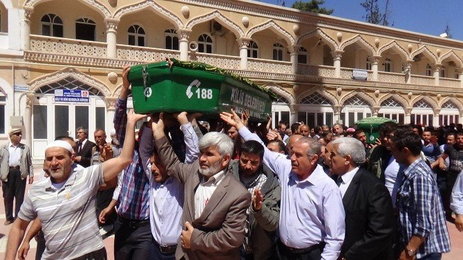 Roketli Saldırıda Ölen 2 Suriyeli Toprağa Verildi