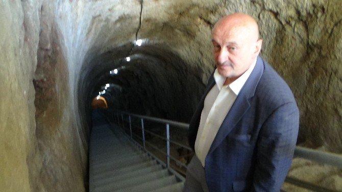 Dracula'nın Esir Tutulduğu Kaledeki Gizli Geçitte Yerin 80 Metre Altına İnildi