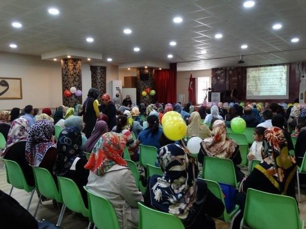 Kur'an Kursu Öğrencilerinden Kutlu Doğum Programı