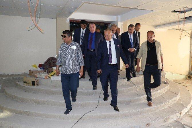 Başkan Ergün, Yenilenen Tiyatro Salonunu İnceledi