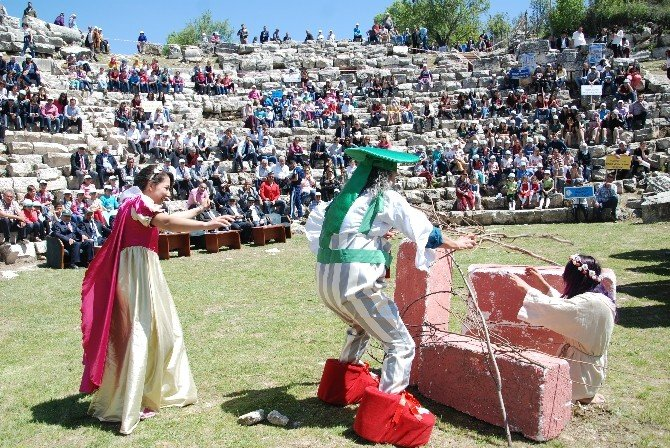 Antik Tiyatroda Turizm Haftası Kutlaması