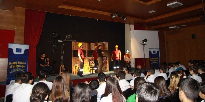 MTSO AB Bilgi Merkezi'nden Meslek Liselerinde Tiyatro Gösterimi