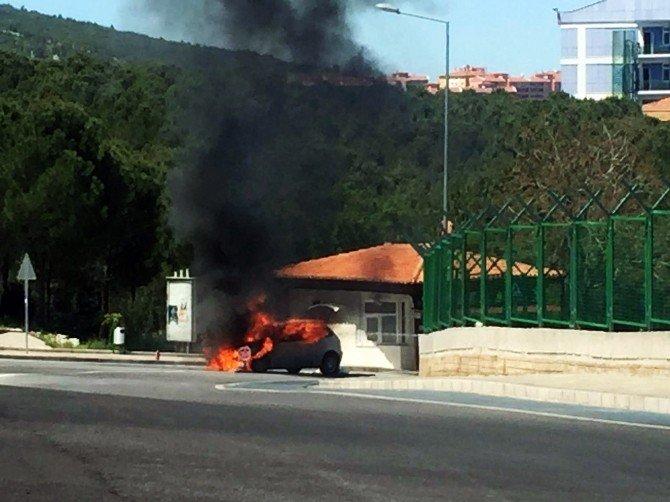 Muğla'da Hareket Halindeki Otomobil Alev Alev Yandı