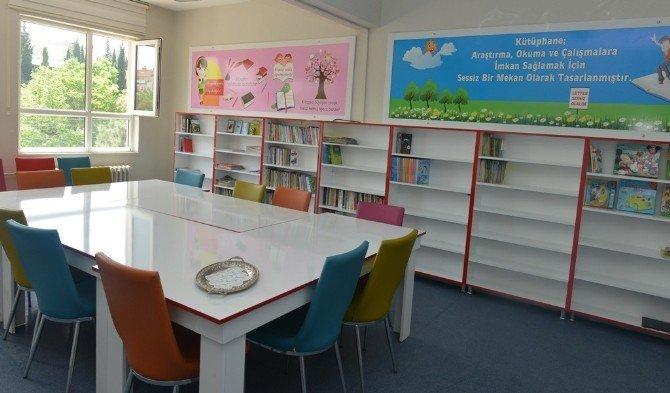 Öğrencilerin Kütüphane Sevinci