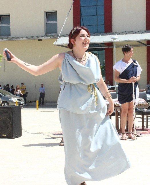 Antik Çağ Kıyafetleri Görücüye Çıktı