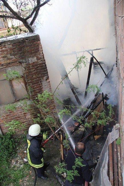 Samsun'da Baraka Yangını Korkuttu