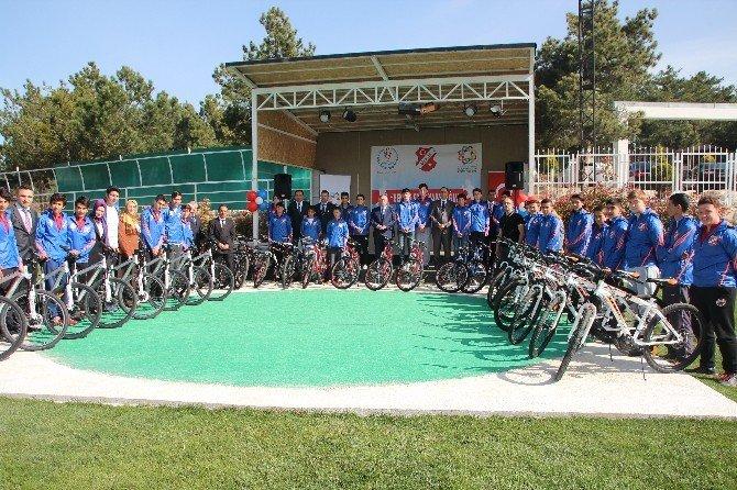 ''Ben De Spor Yapacağım'' Projesi Kapsamında 35 Gence Bisiklet Dağıtıldı