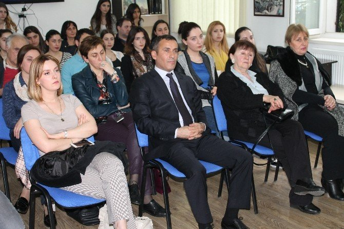 """Tiflis'te """"Hat Sanatı"""" Söyleşisi"""