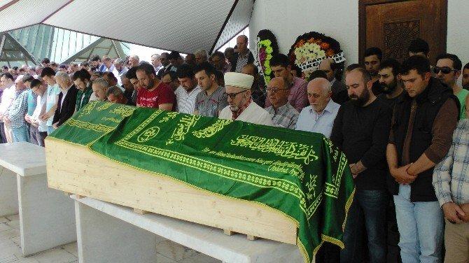 TÜPRAŞ Yangınında Ölen İşçi Düzce'de Defnedildi