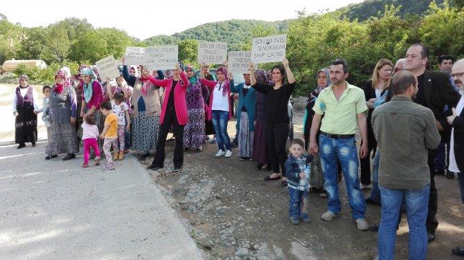 İşten çıkarılan işçiler aileleriyle eylem yaptı