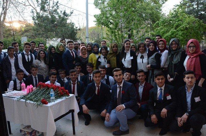 """AK Parti Afyonkarahisar İl Gençlik Kolları Tarafından """"Kutlu Doğum"""" Haftası Programı Düzenlendi"""