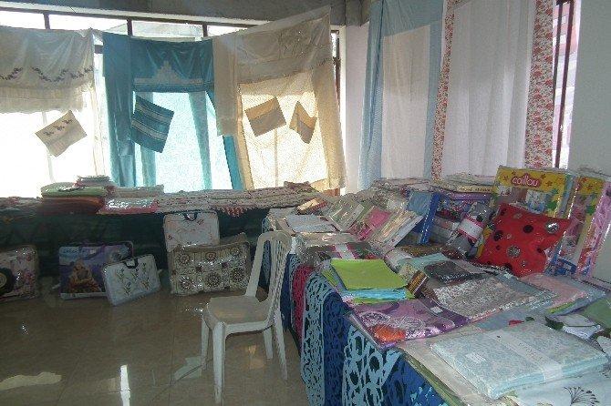 Efeler'de Kuran Kursu Yararına Kermes Düzenlendi