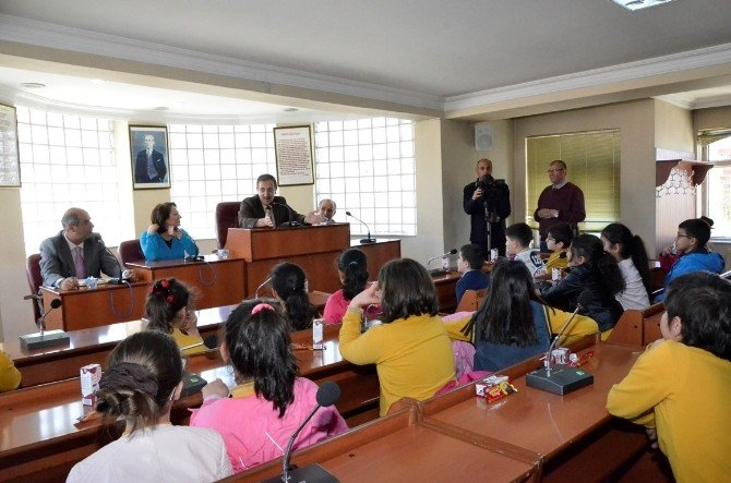 Belediye Başkanı Bulutlar Minik Öğrencilere Ders Verdi