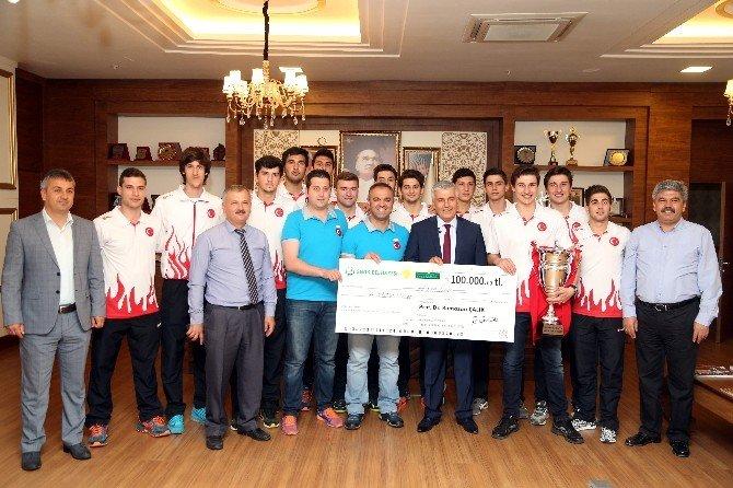 Başkan Çalık'tan Şampiyonlara Para Ödülü