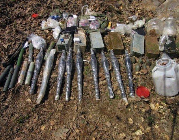 Bingöl'de Çok Sayıda Silah Ve Mühimmat Ele Geçirildi