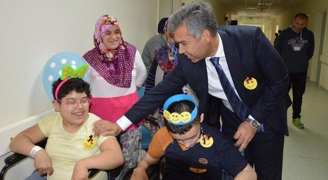 Vali Hamza Erkal, Araştırma Hastanesindeki Çocukları Ziyaret Etti