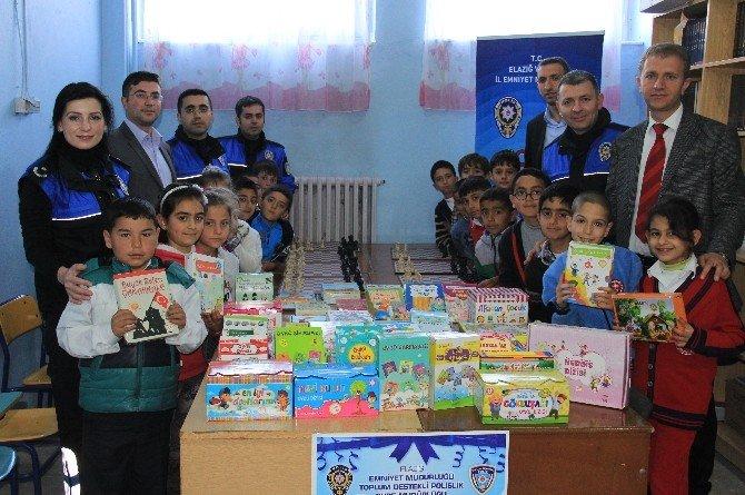 Polis'ten, Çocuklara 3 Bin Kitap Hediye