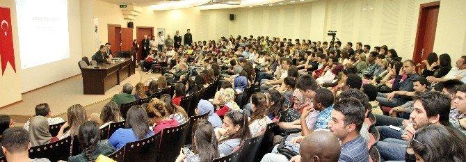 GAÜN'de D-8 Konferansı