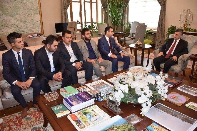 Manisa AK Parti İl Gençlik Kolları Vali Bektaş'ı Ziyaret Etti