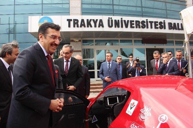 Bakan Tüfenkci, Yerli Otomobile Dikkat Çekti