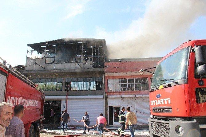 İskenderun Sanayi Sitesinde Korkutan Yangın
